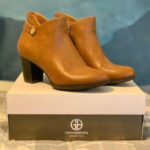 Chestnut Brown Leather Giani Bernini Booties